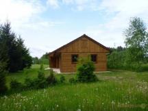 chatky - umístěné v prostorách kempu