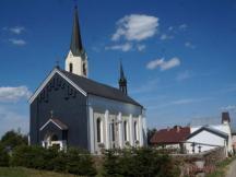 kostel ve Světlíku, 50 metrů od kempu